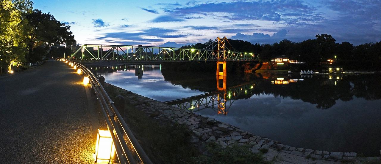 s-20150818 烏城灯源郷今日の月見橋の様子ワイド風景 (1)
