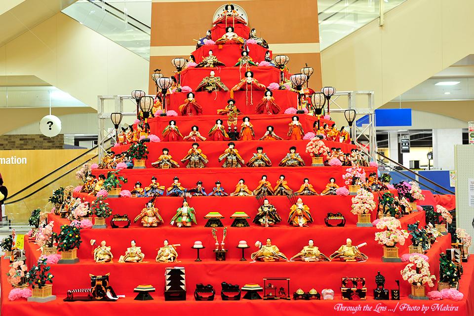 エルミこうのすショッピングモール 五角すい型ひな壇1