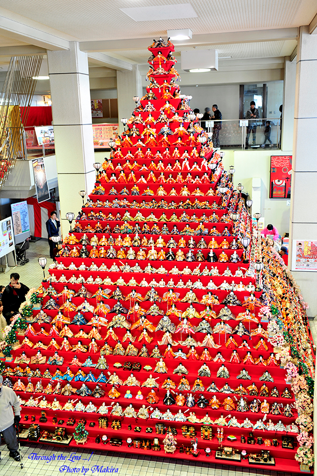 鴻巣市役所 ピラミッドひな壇1