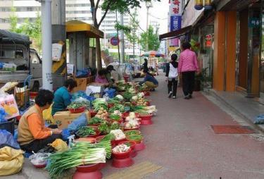 노점(ノジョム=露店)をあちこちでみかける韓国。