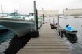 桟橋に停泊する漁船