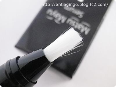 まつまゆセラムは筆ペンタイプの美容液です。