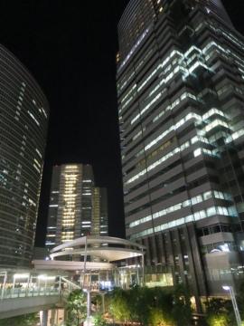 ビル外観(夜)