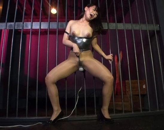 淫乱な女医お姉さんの蒸れたパンスト直穿きオナニーの脚フェチDVD画像1