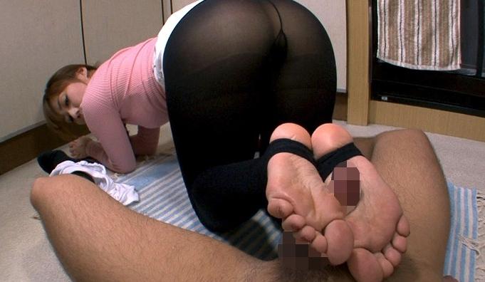 透けたレギンスの淫らな秘密 ~欲求不満な若妻・レオナの誘惑~ 神崎レオナの脚フェチDVD画像2