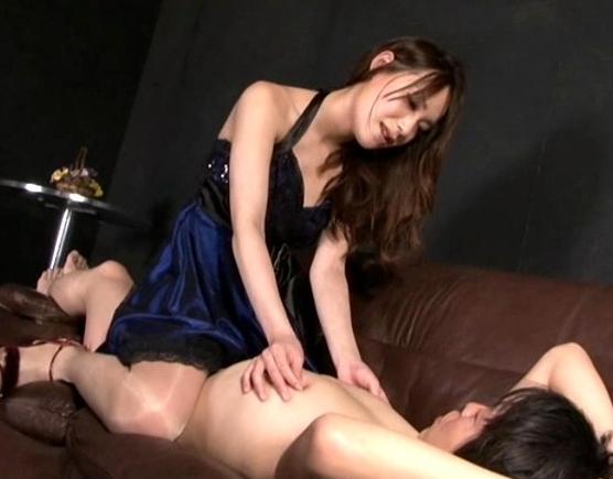ドエスなキャバ嬢がM男の客にヒールコキやパンストコキの脚フェチDVD画像1