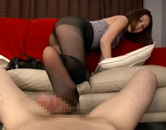 黒パンストの淫語お姉さんが足コキや着衣SEXで抜きまくるの脚フェチDVD画像2