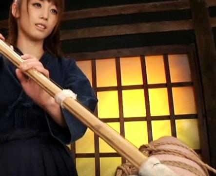剣道女子がM男の対戦相手に汗ダクな足裏で痴女責めの脚フェチDVD画像1
