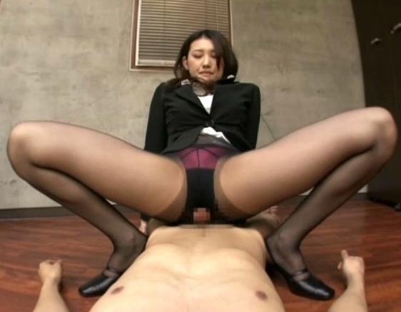 ドスケベなエロ秘書が男を誘う美脚パンストで濃厚足コキの脚フェチDVD画像2