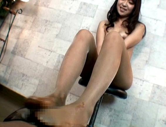 パンスト痴女が足裏を見せながらドスケベな淫語と足コキで抜くの脚フェチDVD画像6