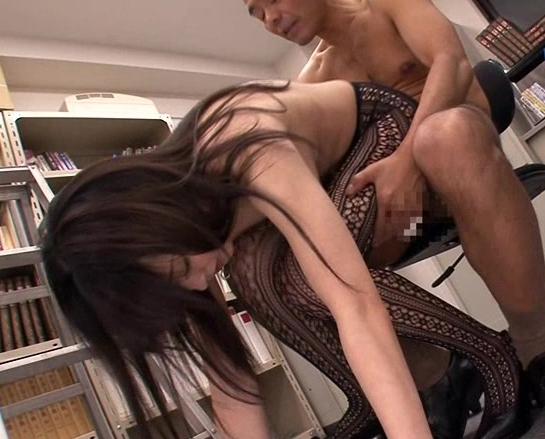 男を誘う柄網タイツを穿いたOLが性欲のまま網タイツ着衣SEXの脚フェチDVD画像6