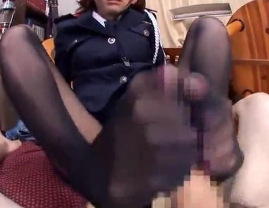 可愛過ぎる婦警さんの黒パンストコキがあまりにも上手くて暴発の脚フェチDVD画像3