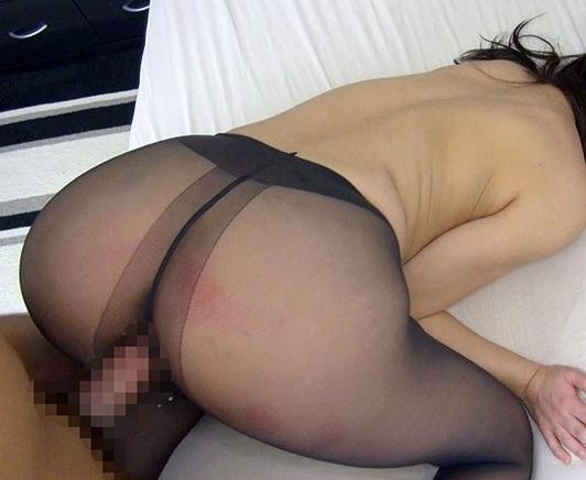 黒パンスト美脚の痴女お姉さんが足コキ抜きと中出し着衣SEXの脚フェチDVD画像4