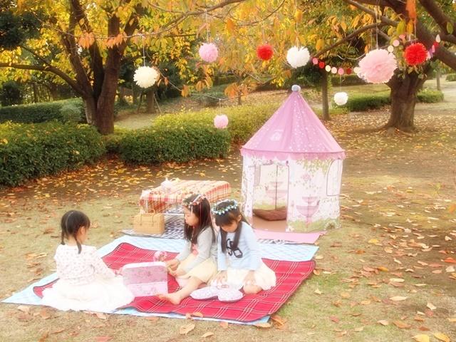 girls-picnic-1aa.jpg