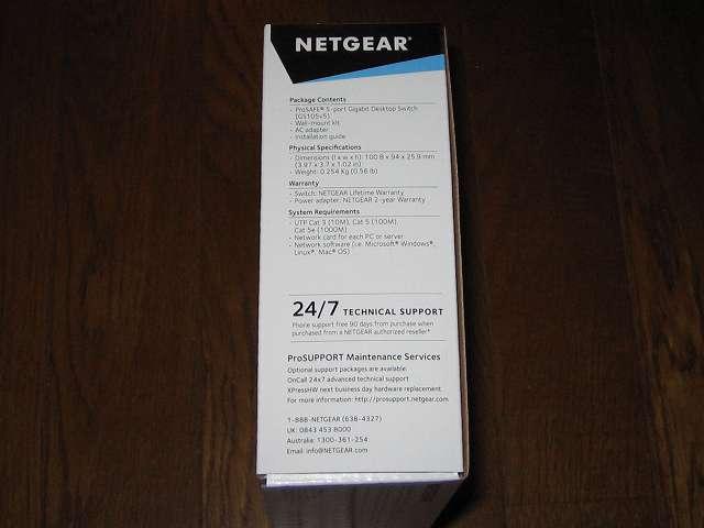 NETGEAR GS105-500JPS(GS105v5) パッケージ開封前側面 パッケージ内容(英語)
