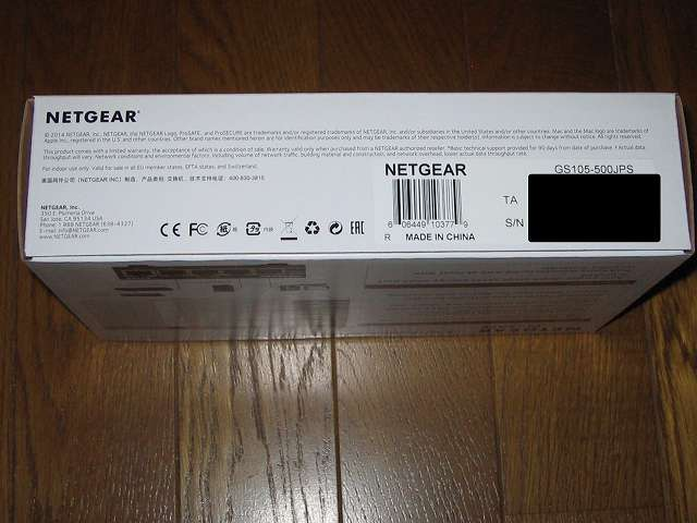 NETGEAR GS105-500JPS(GS105v5) パッケージ開封前側面 シリアルNO記載ラベル