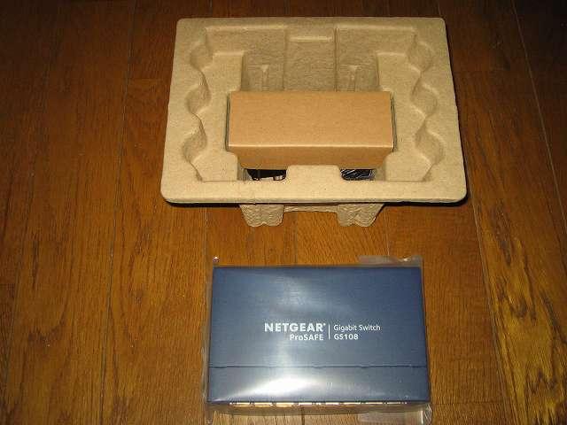 NETGEAR GS108-400JPS(GS108v4) 緩衝材から製品本体取り出し