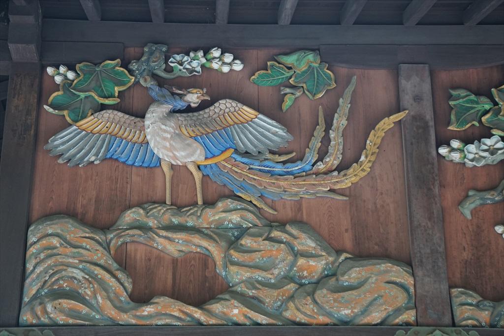 拝殿西の彫刻