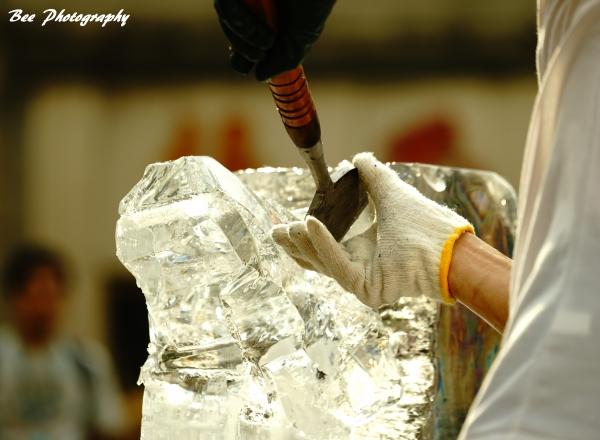 氷の彫刻4bee