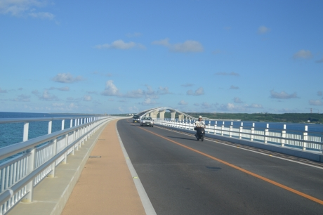 6朝の伊良部大橋
