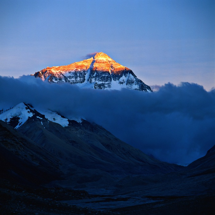 Mount_Everest_(topgold).jpg