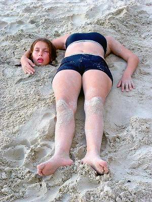 砂浜で首2