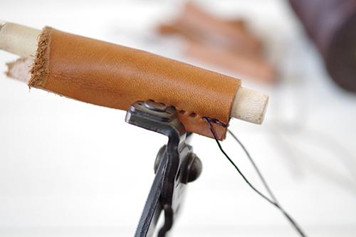 手縫いの革製チョークカバー