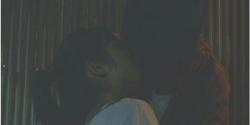 界人の家の前でキスする二人