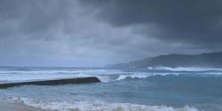 荒れている奄美の海