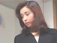 夫の姉・昌美のお小言を聞いている凛子