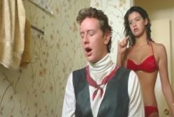 ドアを開けると、ブラッドがリンダをオカズにオナニーしていた