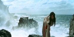 能登の海で踊る威容な男