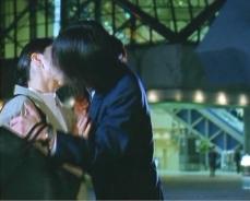 希美子に無理やりキスする孝之