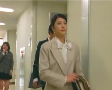 教室から出てきた布美子先生