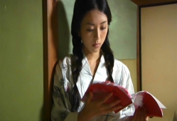 本読みしている祥子