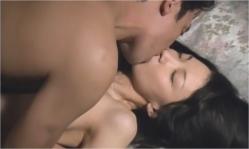 会ったその日でホテルの部屋で裸でキスする永井と直子