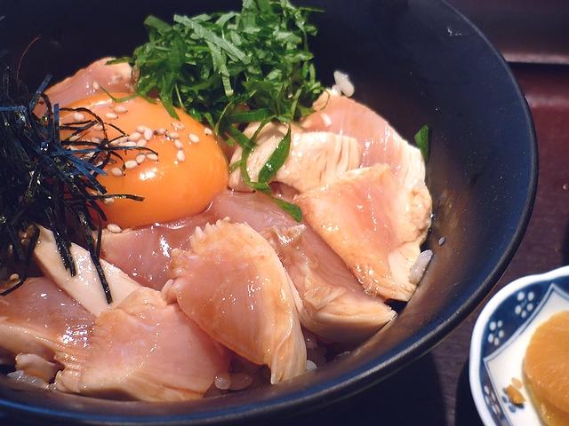 朝挽き鶏のユッケ丼