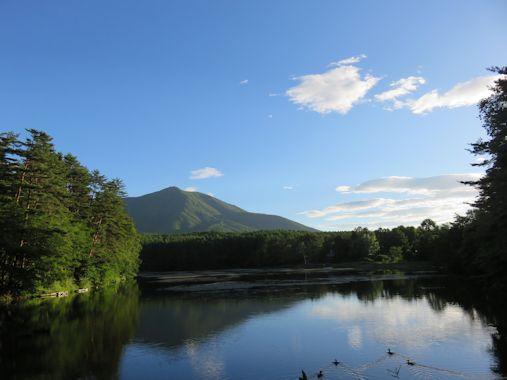 早朝の飯綱湖