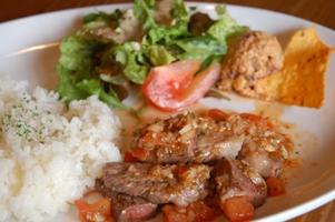 牛ロースカットステーキのサルサソース&メキシカンポテトサラダ2