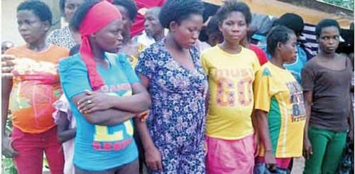 ナイジェリア警察が妊娠中の少女17人を「赤ちゃん工場」で保護
