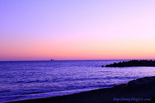kako-tQjKn8ZEQITOMRVf夕暮れの海