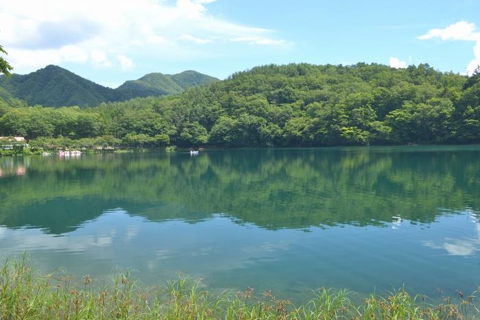 四尾連湖湖水に雲19