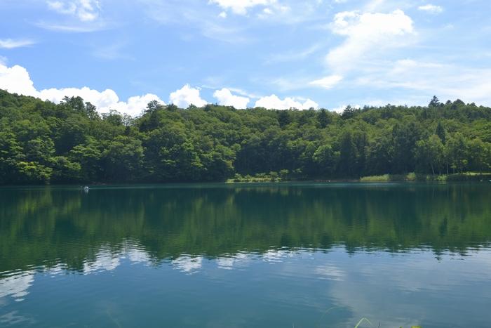 四尾連湖湖水に雲24
