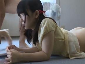 10代小娘が家で本を読んでいたらパパ親に後ろからちんこを突っ込まれて強姦される