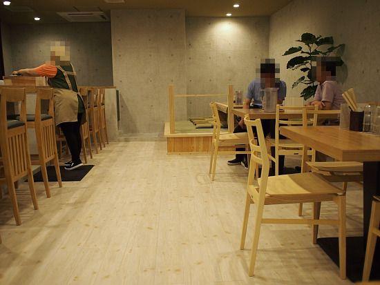 s-八幡店内P7255592