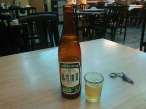 まずはビール。