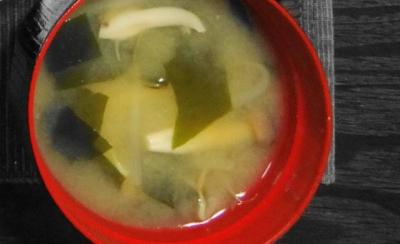 えのきと若布の味噌汁