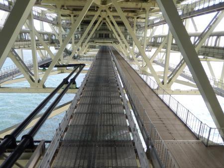 ブリッジワールドツアー 橋の下