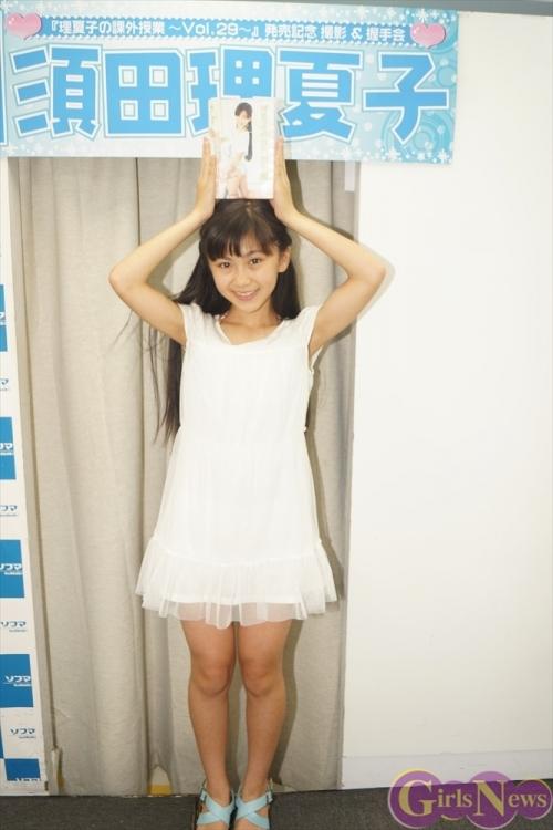 13歳の空手黒帯美少女 須田理夏子がソフマップに