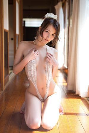 日本一ハイレグが似合う永瀬あや、セクシーにそして大胆に